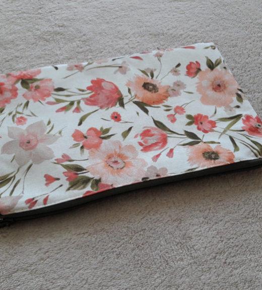 Souprava taštiček s motivem růžových květů 03