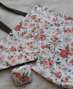 Souprava taštiček s motivem růžových květů