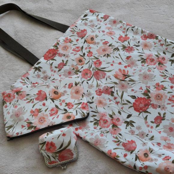 Souprava taštiček s motivem růžových květů 04